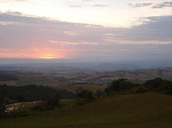 Fattoria Biologica Poggio Foco : sunset over the Maremma from Poggio Foco