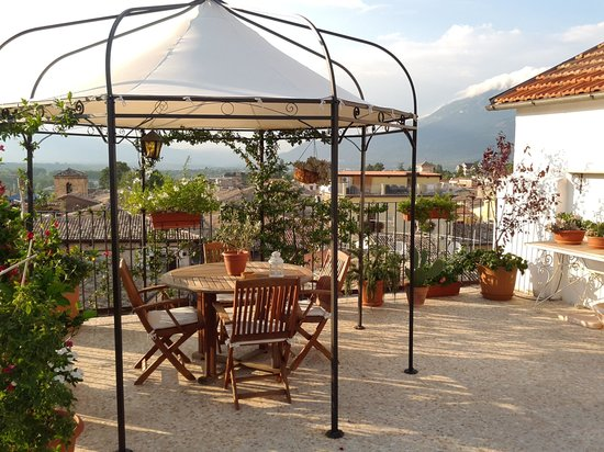 B&B Il Marchese del Grillo: Rooftop breakfast view