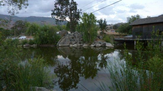 Stallion Springs Resort: Covered bridge going into town