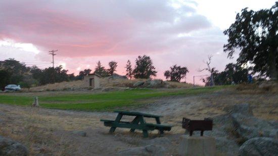 Stallion Springs Resort: Little park just a short walk away