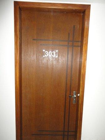 Hotel Cascata Das Pedras: puerta habitacion