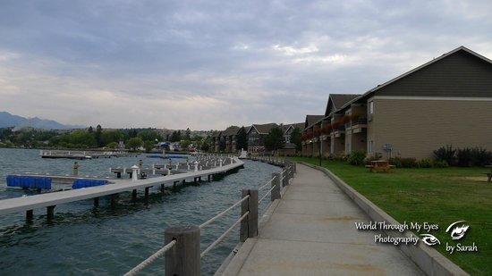 كوا ناك نوك ريزورت آند كازينو: View of the hotel, shoreline boardwalk and boat docks