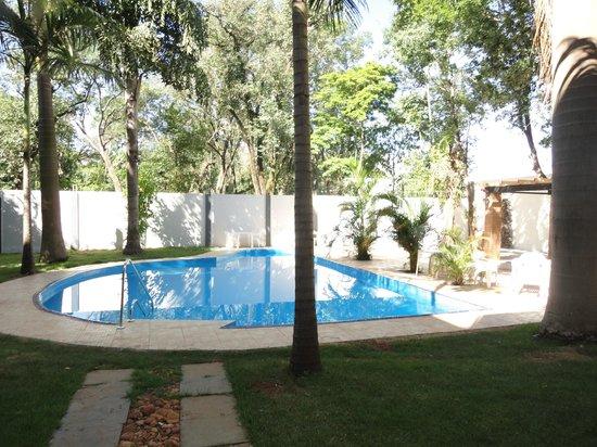Hotel Cascata Das Pedras: area de pileta y descanso muy agradable!!