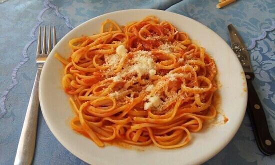 DA GIGI: Linguine al pomodoro
