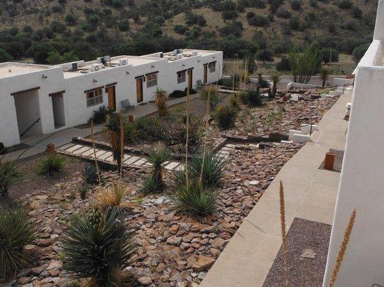 Indian Lodge: Courtyard