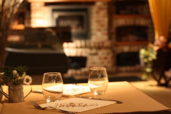 Le bar photo de la cave d 39 hippolyte lesquin tripadvisor for La table d hippolyte rennes