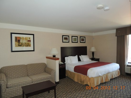 Holiday Inn Express Great Barrington: King Suite