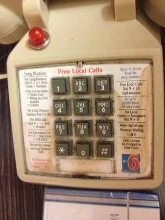 Motel 6 Murfreesboro : Phone in our room - I wouldn't touch this!
