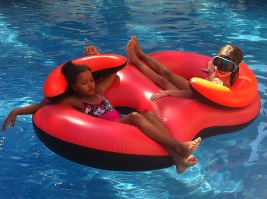 Ohtels Playa de Oro : disfrutando en la piscina!!!!