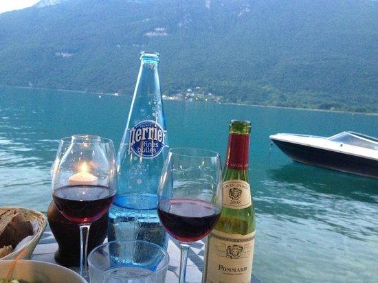 Chez Ma Cousine: Lake, water and wine