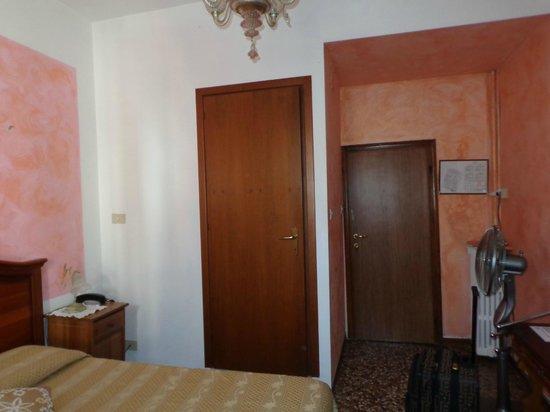 Hotel San Samuele : Room