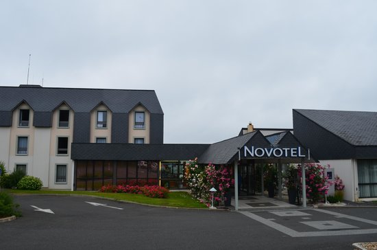 Novotel Amboise: Outside the hotel