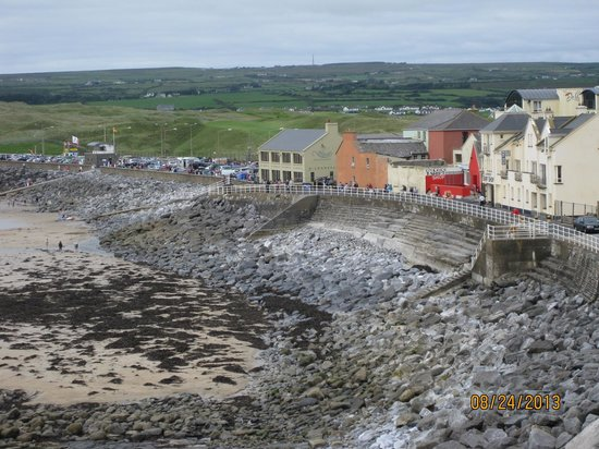 Crag Shore B&B: Downtown Lahinch