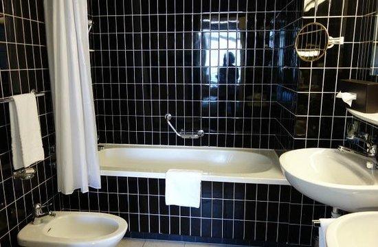Belvedere Strandhotel & Restaurant: Bathroom room 4