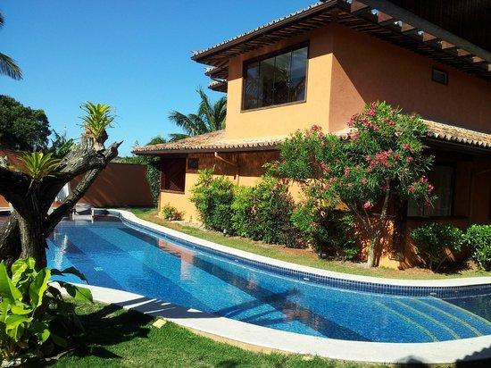 Ferradura Resort : Piscina e passagem