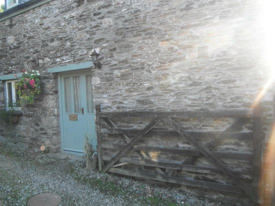 Culloden Farmhouse: outside, the entrance to our cottage