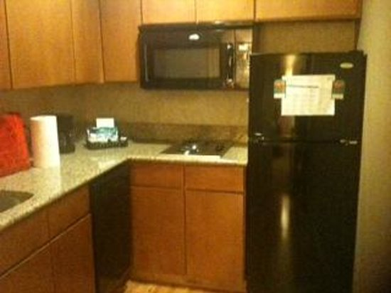 Homewood Suites by Hilton Indianapolis-Keystone Crossing: Kitchen in our unit