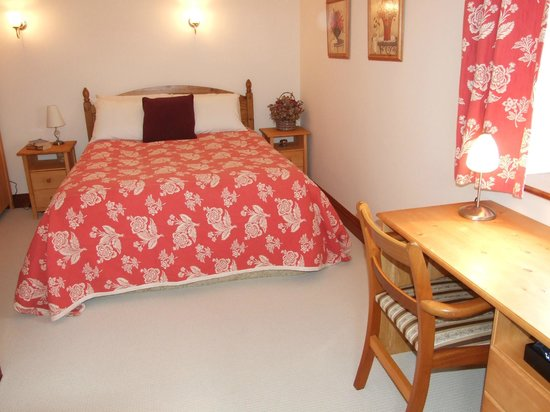 Villa Farm Bed and Breakfast: The Pink Bedroom