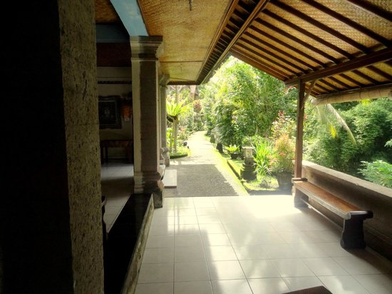Abangan Bungalow: This is the path towards the rooms