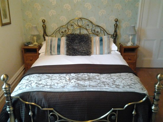Denehurst Guest House: lovely bed