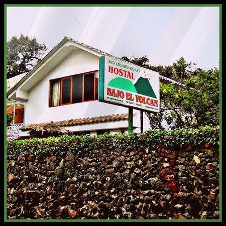 Hostal Residencial Bajo El Volcan : Hostal Bajo el Volcán Portada