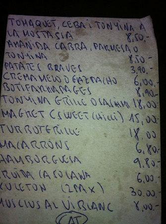 Restaurant La Calma Chill Out : la carta sucia y con manchas de aceite