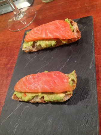 Nou Manolin: Smoked salmon and guacamole