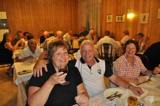 HGS Hotel St. Moritz: zaal voor het avondeten met de familie Kras