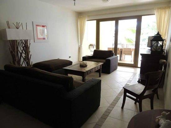 Bellafonte Luxury Oceanfront Hotel: Living Room 204