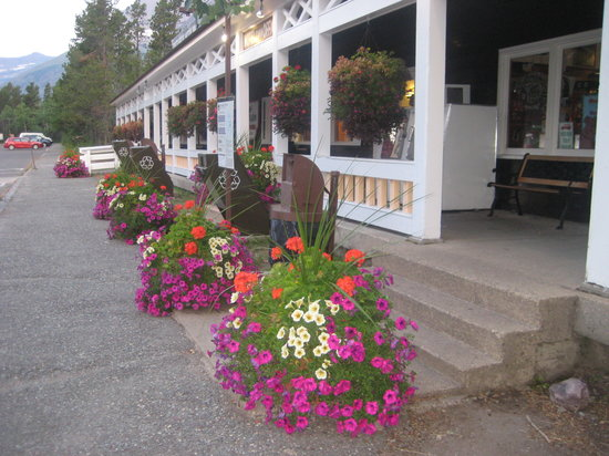 The Italian Gardens Picture Of Swiftcurrent Motor Inn