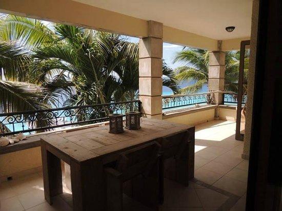 Bellafonte Luxury Oceanfront Hotel: Balcony Room 204