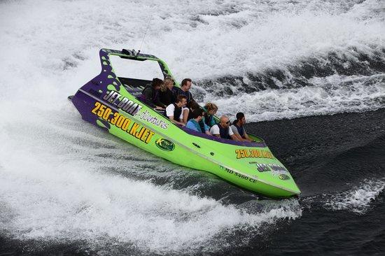 Kelowna Jet Boat Adventures: drifts