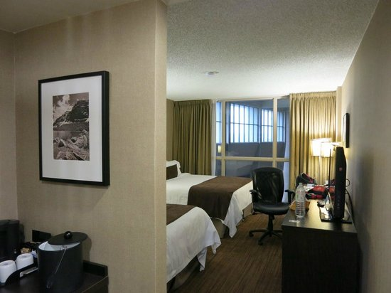 Delta Hotels by Marriott Calgary Airport In-Terminal: スタンダードな部屋。