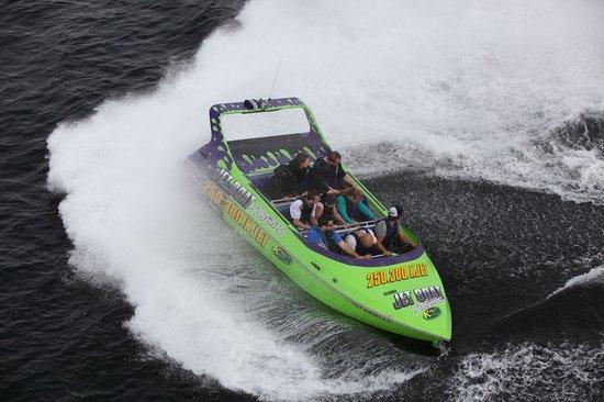 Kelowna Jet Boat Adventures: high speed turns