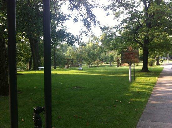 Beaumont Inn: Beautiful Grounds