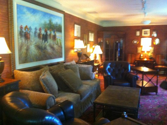 Beaumont Inn: Sitting room beside room 8 (coffee and tea in there in the morning)