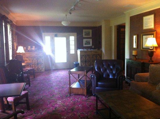 Beaumont Inn: Sitting Room