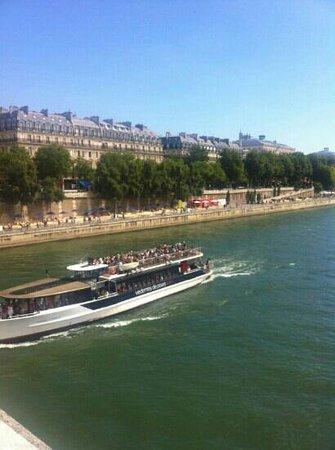 Hotel Le Clos Medicis: 10 minutes away on foot