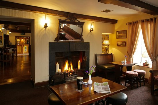 Hylands Burren Hotel: Welcoming Loung Fire