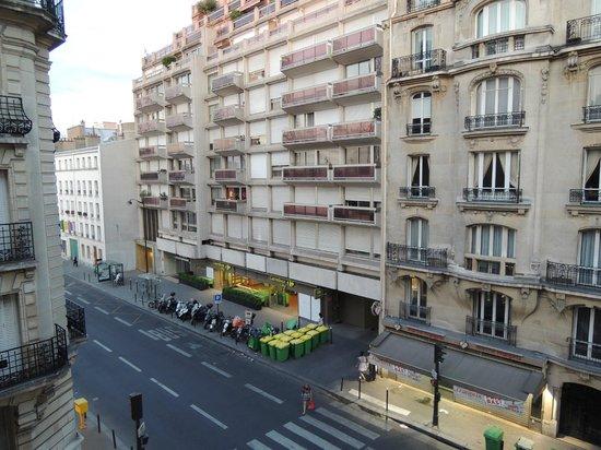 Hotel Vaneau Saint Germain : View from Room, Rue de Sevres