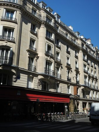 Hotel Vaneau Saint Germain : Veiw of Hotel from Rue de Sevres