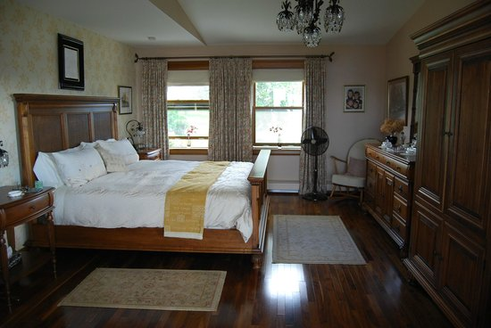 The Boathouse B&B: Master's Suite