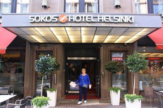 Original Sokos Hotel Helsinki: Front entrance of hotel