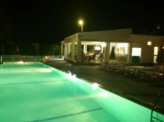 Nikos II Apartments: Nikos 2 by night