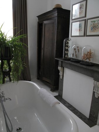 De Witte Nijl: Colonial bathroom