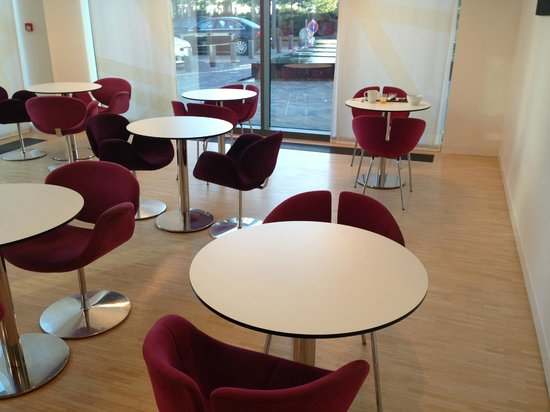 Novotel Suites Luxembourg : tavolini