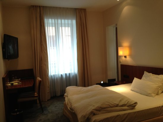 Eden Hotel Wolff: Very comfy bed with nice pillows and sheets