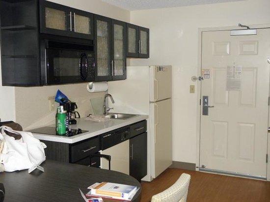 Candlewood Suites Detroit - Troy : kitchen