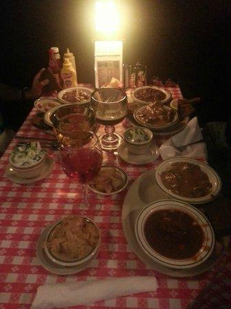 Gerst Bavarian Haus: Dinner has arrived!