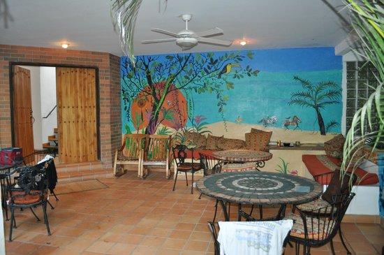Atrapasueños Dreamcatcher Hotel: Eating/gathering area...